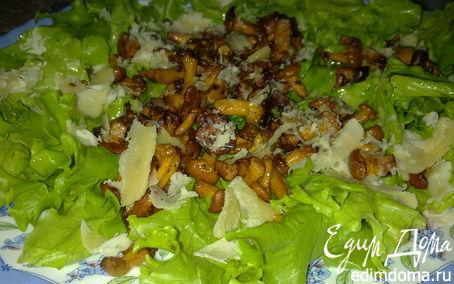 Рецепт Теплый салат с лисичками и пармезаном