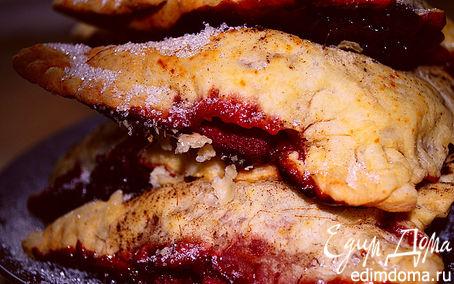 Рецепт Слоеные пирожки с вишнями и шоколадом