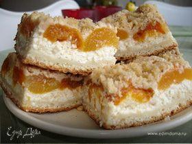 Открытый пирог с абрикосами и творогом