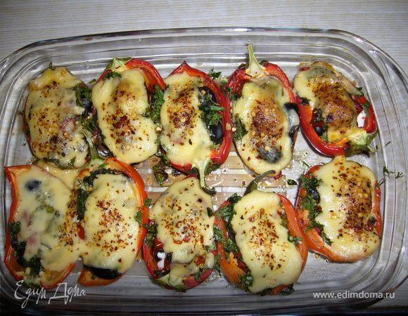 Запеченные перцы с брынзой и оливками