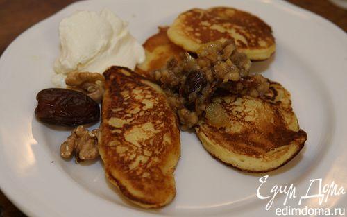 Рецепт Оладушки с соусом из орехов и фиников