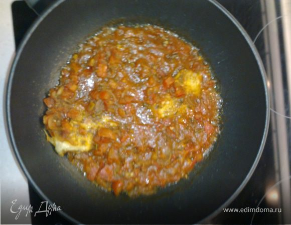 Камбала в помидорном соусе