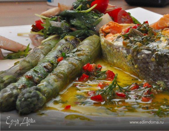 Форель со спаржей и Салат с цикорием