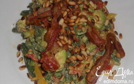 Рецепт Теплый овощной салат с авокадо и хрустящим беконом