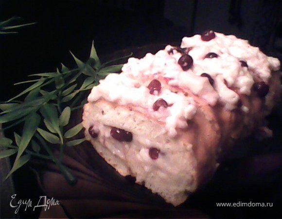 Бисквитный рулет с брусничным суфле