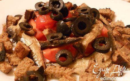 Рецепт Салат со шпротами, маслинами и ржаными сухариками