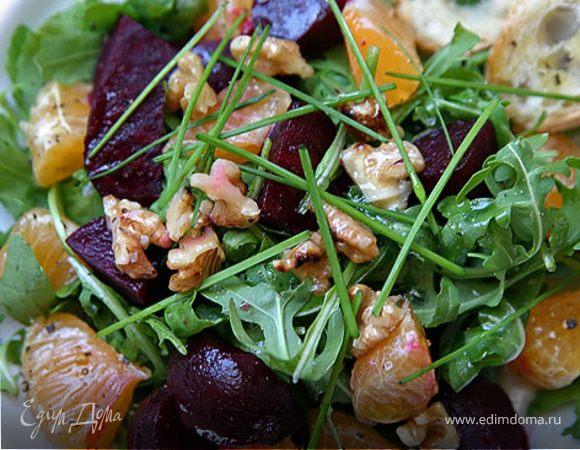 Салат со свеклой, руколой и мандаринами