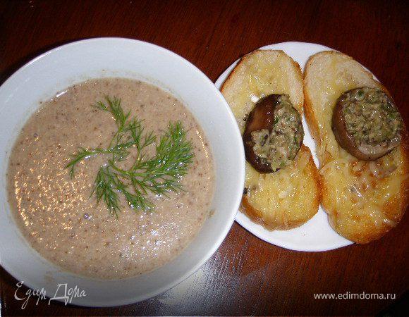 Грибной суп-крем с сырными гренками, с грибами и сыром