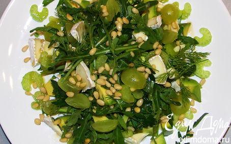 Рецепт Салат из руколы,сельдерея,винограда и сыра бри.