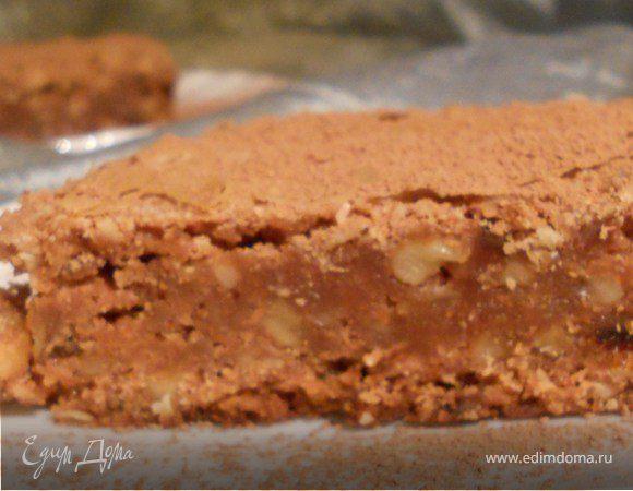 Брауни с финиками и грецкими орехами