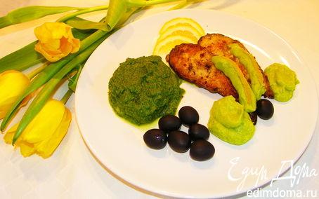 Рецепт Сомик со шпинатом под соусом из авокадо.