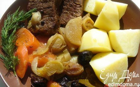 Рецепт Телятина в белом вине с овощами и черносливом