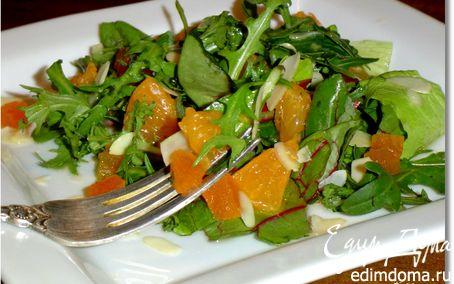 Рецепт Салат с мандаринами, курагой и миндальными лепестками