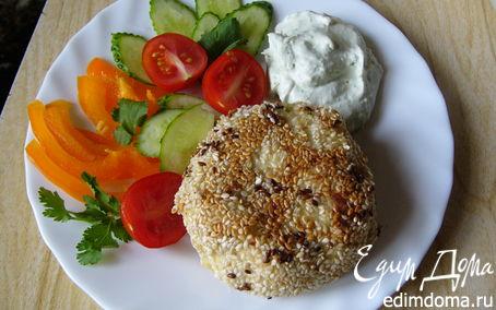 Рецепт Рыбные котлеты с соусом из сыра с голубой плесенью