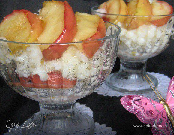 Сливочная рисовая каша с яблоками