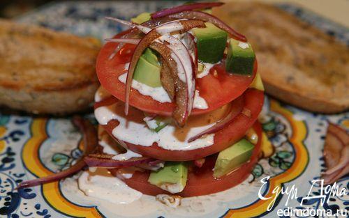 Рецепт Башенка из помидора и авокадо со сметанной заправкой