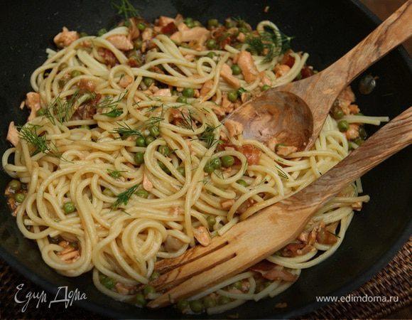Спагетти с семгой и беконом в воке