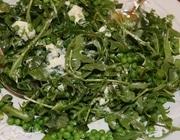 Салат из зеленого горошка с козьим сыром и мятой