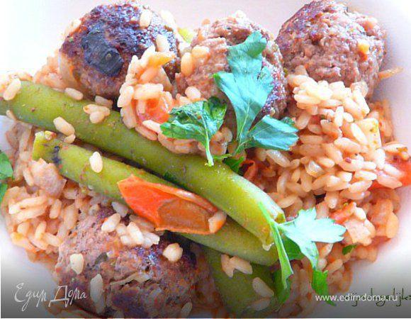 Albondigas (испанские пикантные тефтели) с рисом и стручковой фасолью