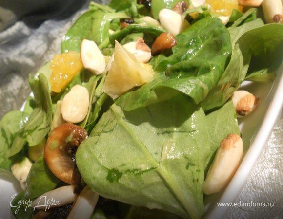 Салат со шпинатом, апельсинами и миндалем