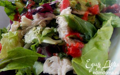 Рецепт Салат с куриным филе и черешней с клубнично-мятной заправкой