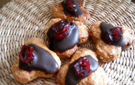 Рецепт Медовые пряники с шоколадом и вяленой клюквой