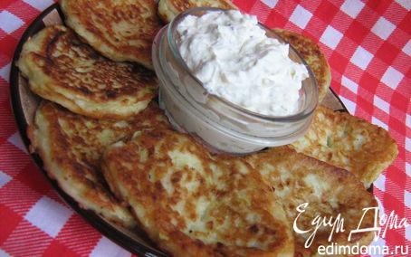 Рецепт Кабачково-луковые оладьи с творожно-йогуртовым дипом