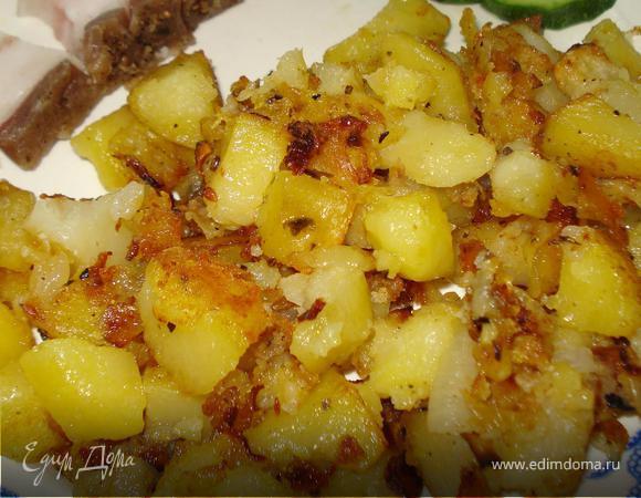 Картофель, жаренный в духовке с луком и сухими травами