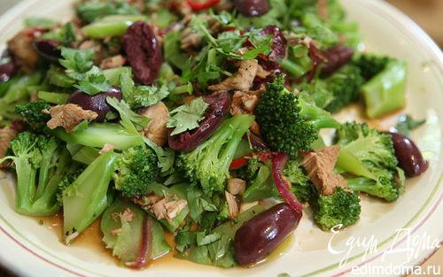 Рецепт Пикантный теплый салат с брокколи и индейкой