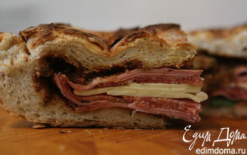 Рецепт Панини с колбасой, сыром, сладким перцем и оливками
