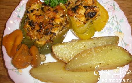 Рецепт Куриная грудка с опятами, запеченная в перцах, с картофелем