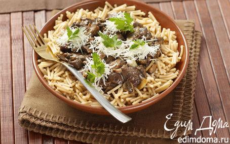 Рецепт Теплый салат из темной пасты с белыми грибами