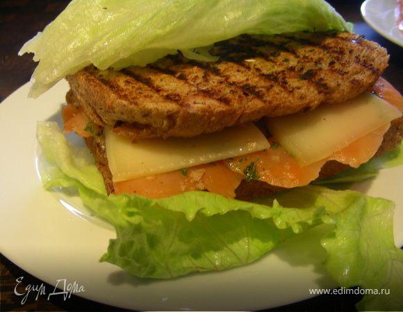 Сэндвич-гриль с копченым лососем и сыром