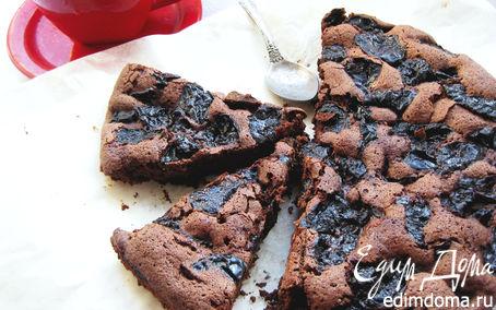 Рецепт Шоколадный пирог с черносливом и бренди.