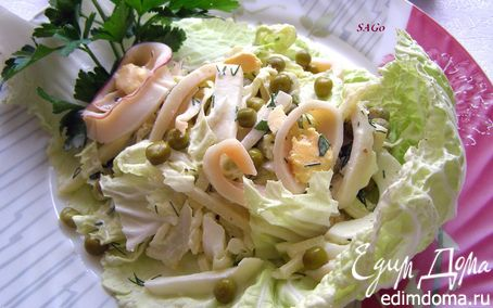"""Рецепт Салат с кальмарами и пекинской капустой """"Нежность"""""""