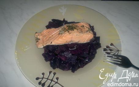 Рецепт Капуста в вине и стейк лосося в травах.