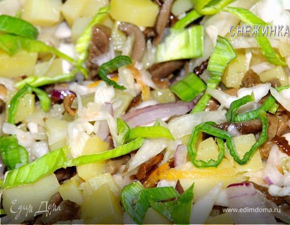 Белорусский салат из квашеной капусты с печеным картофелем