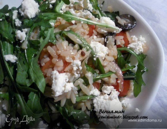 Салат с орзо, руколой и фетой