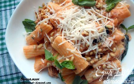 Рецепт Паста с тунцом, базиликом и томатно-сливочным соусом