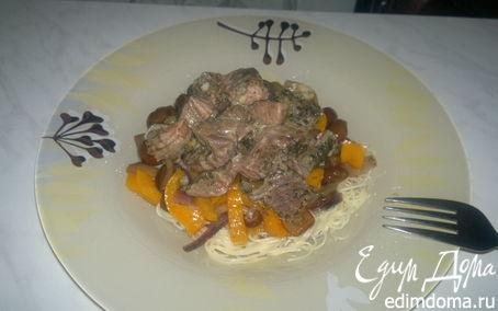 Рецепт Спагетти с филе говядины и печенью, сладким перцем, луком и опятами