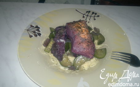 Рецепт Паста с фиолетовой рыбой, цукини и луком