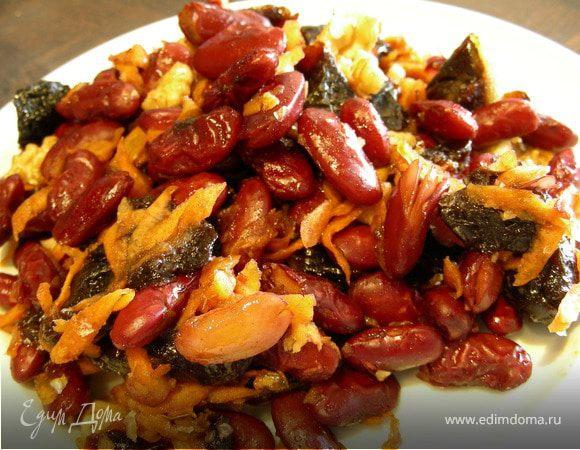 Фасоль с морковью, черносливом и грецкими орехами