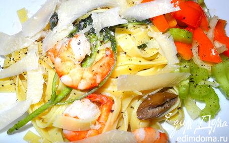 Рецепт Паста с креветками, шалфеем и салатом из сельдерея и перцев