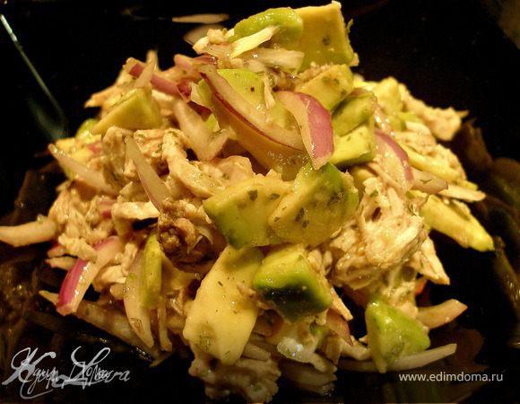 Салат с авокадо и мясом птицы