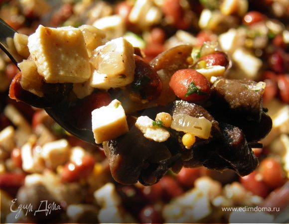 Салат с тофу, фасолью и грибами
