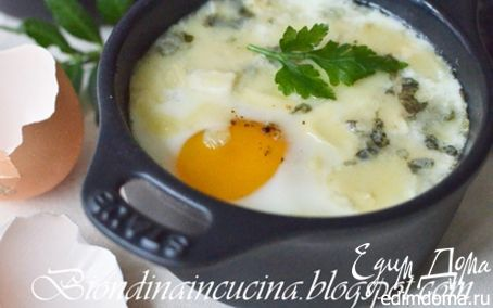 Рецепт Яйца в горшочках с соусом Бешамель и сыром