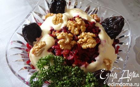 Рецепт Салат с орехами и черносливом