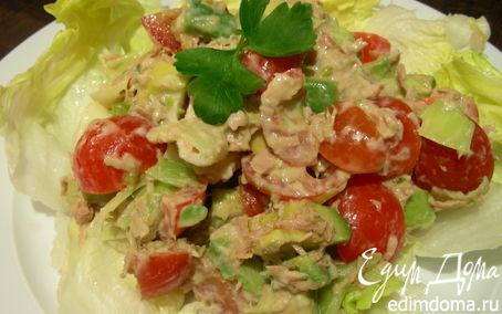 Рецепт Легкий салат с тунцом, авокадо и луком-пореем