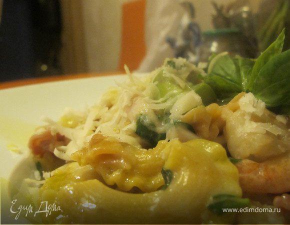 Цветная паста с креветками, кальмаром, спаржей и кокосовым молоком