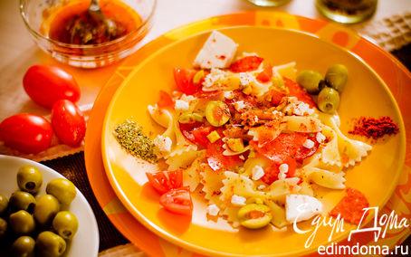 Рецепт Салат с бантиками и паприкой